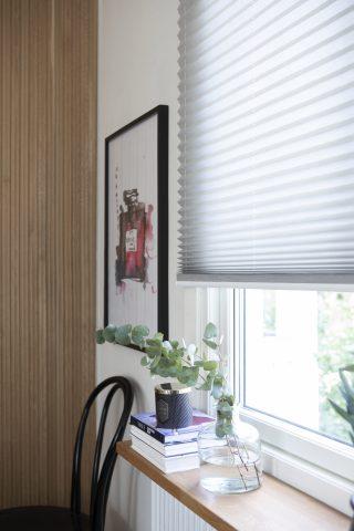 Ljusa plissegardiner till fönster