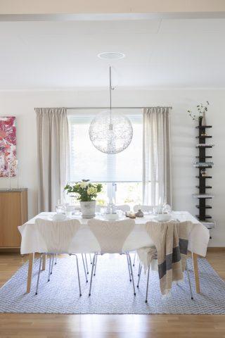 Diskreta plissegardiner i kök och vardagsrum