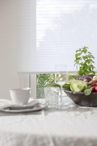 Ljusa plissegardiner passar i alla rum och inredningsstilar